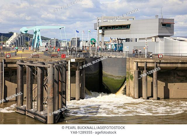 Cardiff Bay Bae Caerdydd, Glamorgan, South Wales, UK, Europe  Cardiff Barrage lock gates opening on seaward side