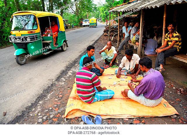 People playing cards, Herobhanga village, Canning railway station, West Bengal, India, Asia