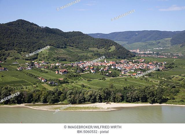 Village Rossatz at river Danube, Rossatz-Arnsdorf, Wachau, Lower Austria, Austria, Europe