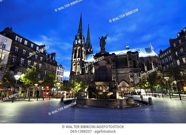 France, Puy-de-Dome Department, Auvergne Region, Clermont-Ferrand, Place de la Victoire, Cathedrale-Notre-Dame, evening
