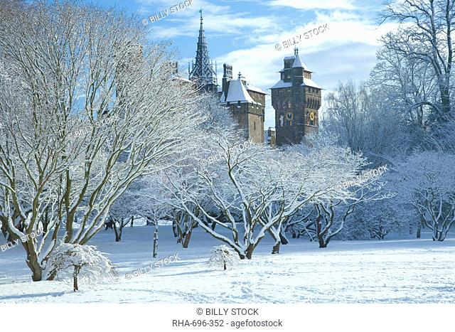 Cardiff Castle in snow, Bute Park, South Wales, Wales, United Kingdom, Europe