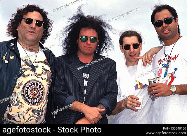 EXCLUSIVE - 06/12/1994, Jubek, backstage photo of the US rock band Los Lobotomys with David Garfield (Keys), Steve Lukather (guitar and vocals)