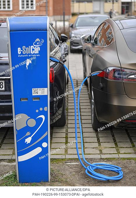 26 February 2019, Brandenburg, Cottbus: A Tesla electric car is charged at a charging station. Photo: Patrick Pleul/dpa-Zentralbild/ZB