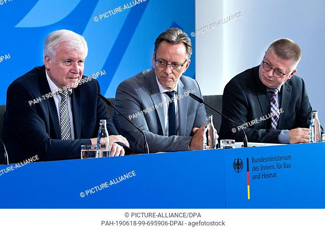 18 June 2019, Berlin: Horst Seehofer (l-r, CSU), Federal Minister of the Interior, Homeland and Building, Holger Münch, President of the Federal Criminal Police...