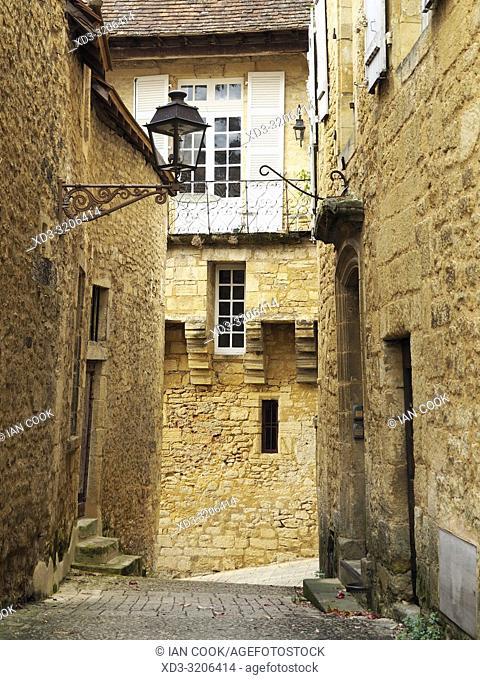 narrow medieval street, Sarlat-la-Caneda, Dordogne Department, Nouvelle-Aquitaine, France