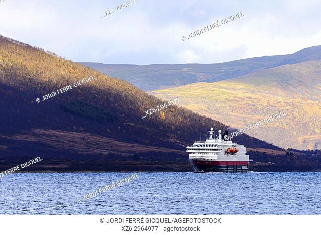 Risøysundet, Hinnøya island, Archipelago of Vesterålen, county of Nordland, Norway, Europe