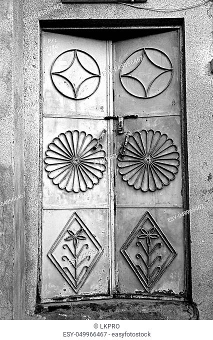 oman old wooden door and wall in the house