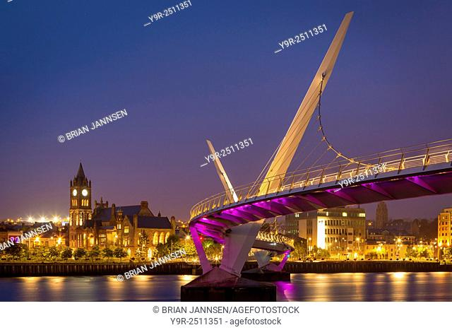 Twilight over the Peace Bridge and skyline of Londonderry/Derry, County Londonderry, Northern Ireland, UK