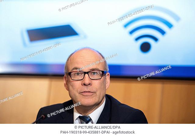 18 March 2019, Hamburg: Ties Rabe (SPD), Education Senator of Hamburg, speaks during a state press conference in the city hall about the implementation of the...