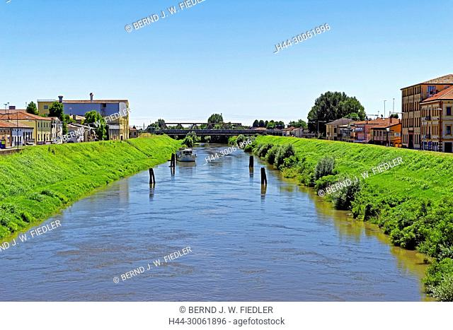 Europe, Italy, Veneto Veneto, Pontelongo, via Giuseppe Mazzini, bridge, channel, Canale Vigenzole, plants, tourism, place of interest, building, architecture