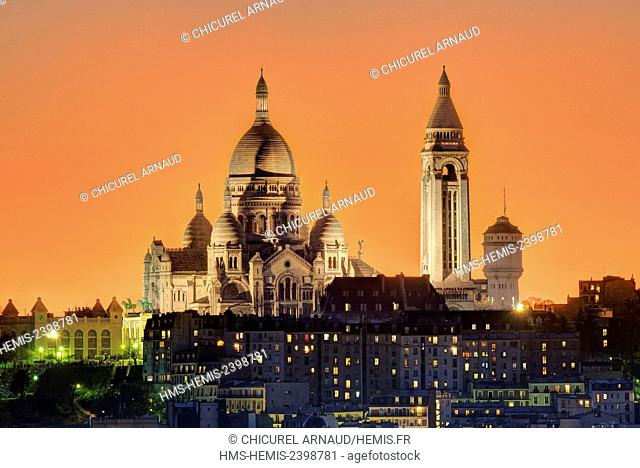 France, Paris, the Sacred Heart (Sacre Coeur) basilica on the hill of Montmartre