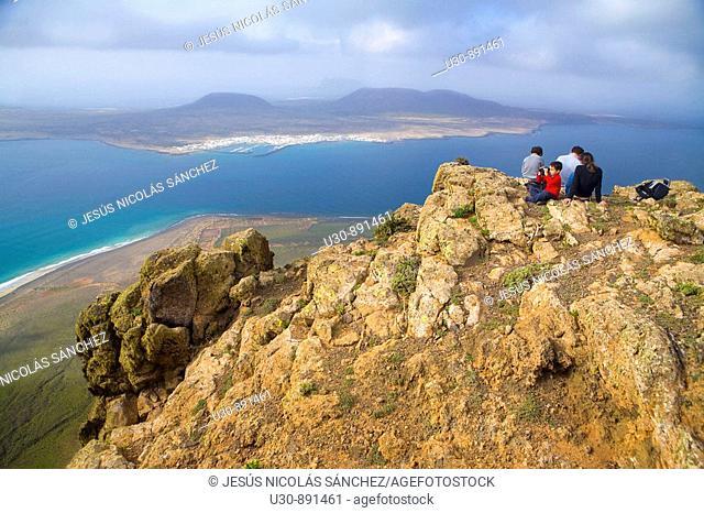 La Graciosa Island seen from the Mirador del Rio  Volcanic chieff over de Atlantic Ocean  Ye  Haria  Lanzarote  Canary Islands  Spain