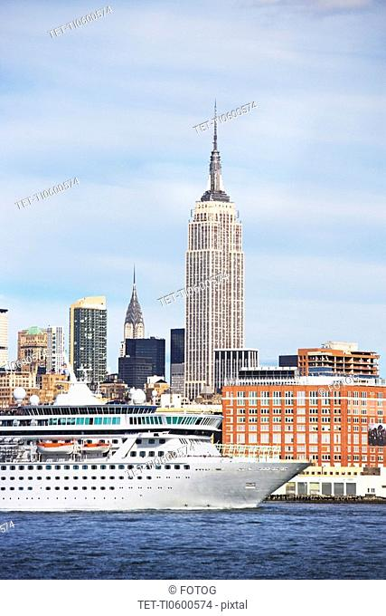 Cruise ship in front of Empire State Building, Manhattan, New York, United States