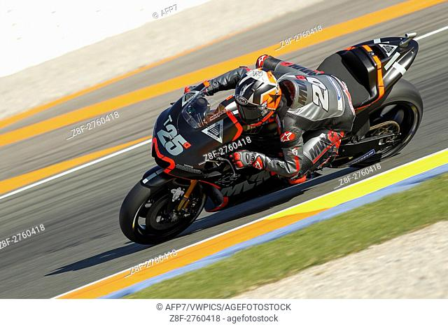 25 Maverick Vinales of Spain and Movistar Yamaha MotoGP rounds the bend during the MotoGP Testing - 2017 Seasson at Circuit of Valencia Ricardo Tormo on...