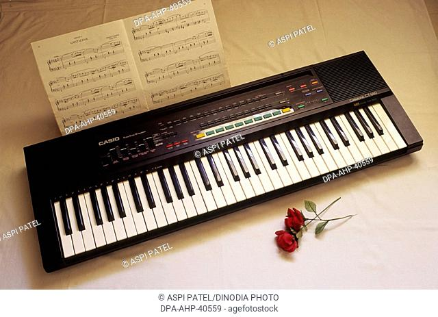 Electric organ and musical notes