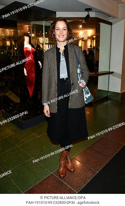 """09 October 2019, Berlin: Vicky Krieps comes to the premiere of """"""""Faith in the Possibility of the Complete Renewal of the World"""""""" in the Friedrichstadt-Palast"""