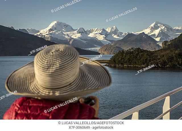 Cordillera Darwin from Ventus cruise ship, Ainsworth Bay, PN Alberto de Agostini, Tierra del Fuego, Patagonia, Chile
