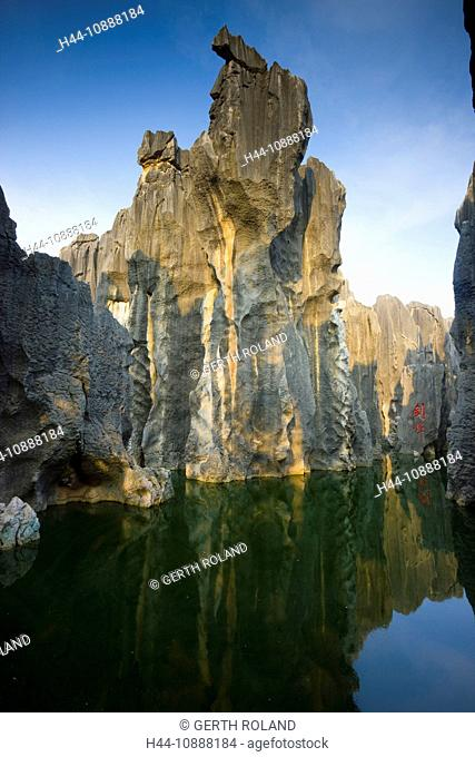 Shilin Stone Forest, China, Asia, stone wood, cliff forms, cliff needles, erosion, karst, formations, lake, sea, Chinese writing, handwriting