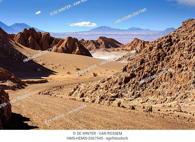 Chile, El Norte Grande, Antofagasta Region, Salar de Atacama, Valle de la Luna (Valley of the Moon), road through the valley