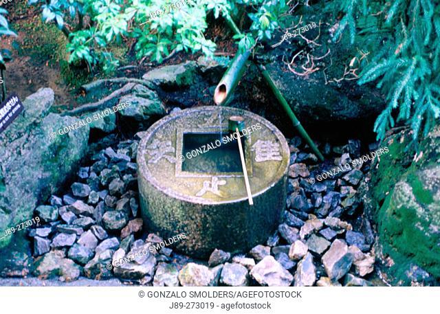Garden front and dipper at Ryoanji Temple. Kyoto. Kansai. Japan