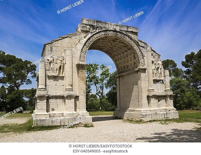 Roman Arch of Triumph in ancient Glanum. Saint Remy-de-Provence, Bouches-du-Rhone, Provence-Alpes-Cote dâ. . Azur, Southern France, France, Europe