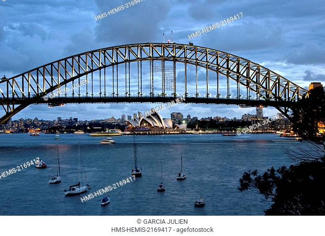 Australia, New South Wales, Sydney, end of the day on Sydney Harbour