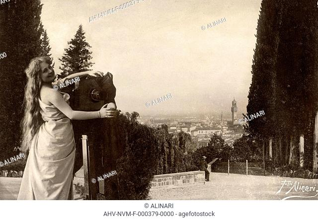 Allegory of photography: animated view of Florence from the Boboli Gardens, shot 1885 ca. by Alinari, Fratelli