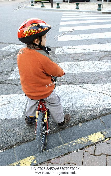 child biking respecting the highway code