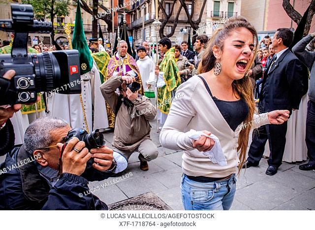 Girl singing the saeta to the virgin, procession, sisterhood of Jesus del Gran Poder y virgen de la Macarena, Good Friday, Easter week, Plaza de San Agustin