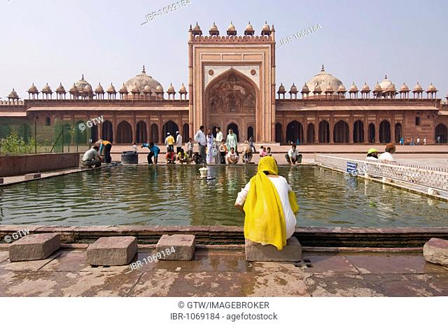 Jama Masjid Mosque, Indian pilgrims making their ritual ablution in the courtyard, UNESCO World Heritage Site, Fatehpur Sikri, Uttar Pradesh, India, South Asia
