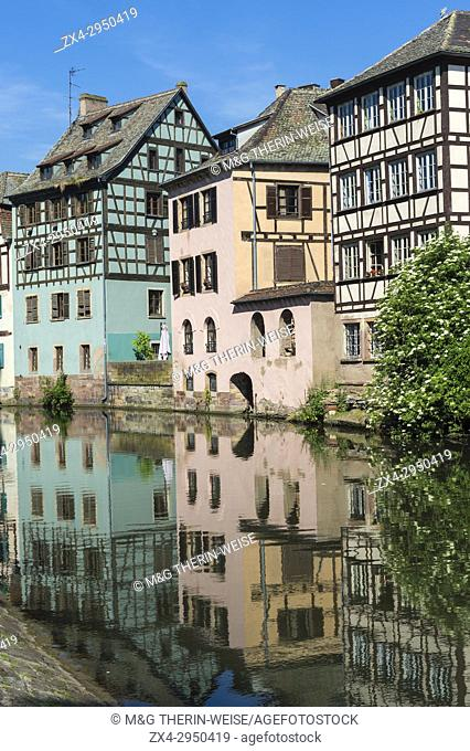 Timbered Houses reflecting in the ILL canal along the Quai de la Petite France, Strasbourg, Alsace, Bas-Rhin Department, France