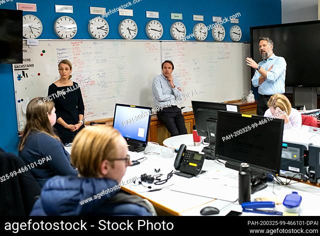 25 March 2020, Berlin: Till Knorn (M), Deputy Head of Protocol, and Boris Gehrke (r), Deputy Head of the Rapid Reaction Centre