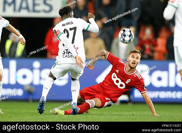 OHL's Manderla Lamine Keita and Standard's Denis Dragus fight for the ball during a soccer match between Standard de Liege and OH Leuven
