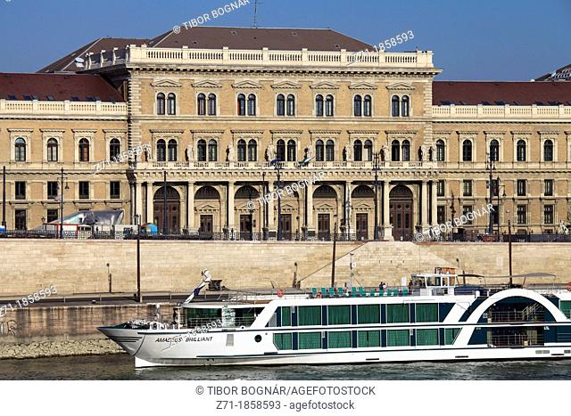 Hungary, Budapest, Corvinus University, Danube River