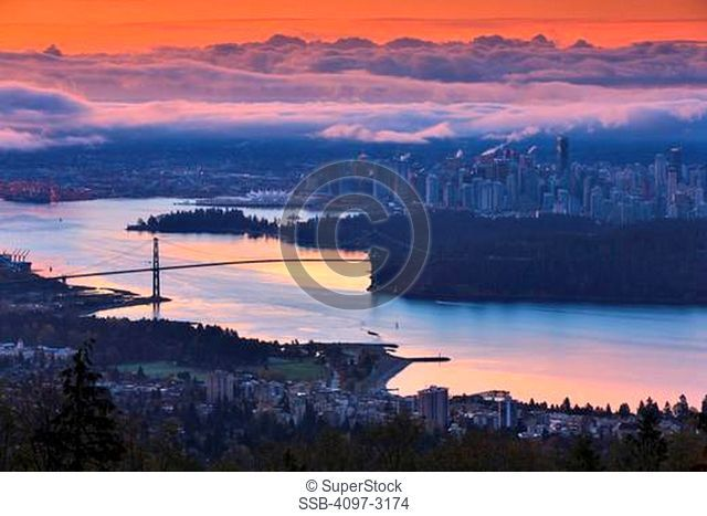 Canada, British Columbia, Vancouver, View of Lions Gate Bridge from Stanley Park at dusk
