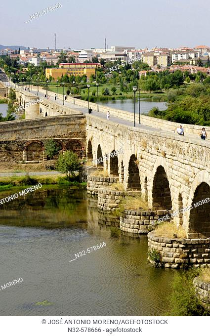 Roman bridge over Guadiana River, Mérida. Badajoz province, Extremadura, Spain