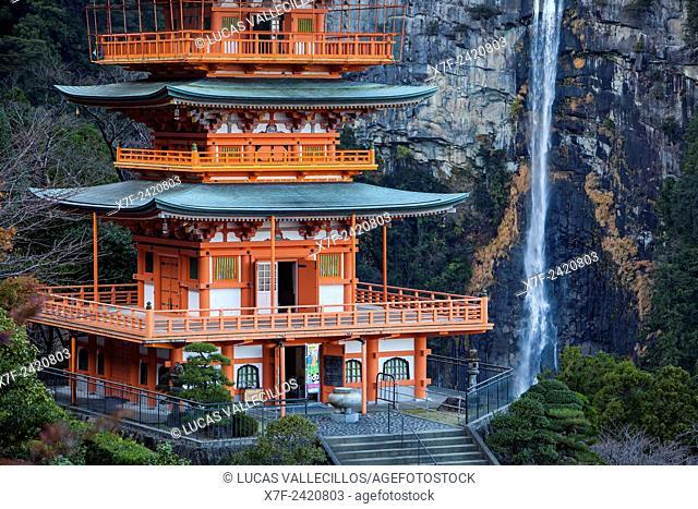 Nachisan Seiganto-ji Temple (Three-Storied Pagoda) and Nachi Waterfall, near Kumano Nachi Taisha Grand Shire, Kumano Kodo, Nakahechi route, Wakayama, Kinki