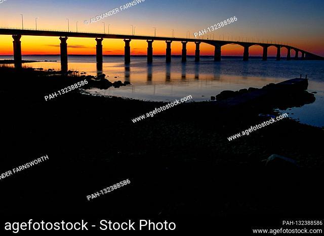 Farjestaden, Oland, Sweden The Oland bridge at sunrise. | usage worldwide. - Kalmar/Sweden