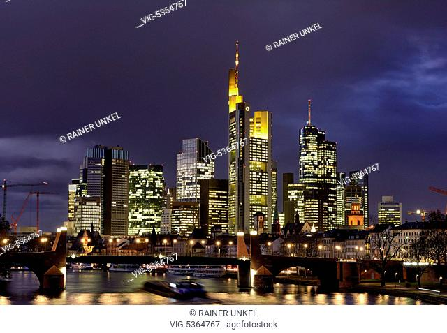 DEU , GERMANY : The financial district of Frankfurt at Main river , in the middle is the building of Commerzbank AG , 26.11
