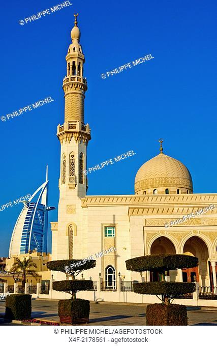 United Arab Emirates, Dubai, Jumeira beach, Burj Al Arab hotel and mosque