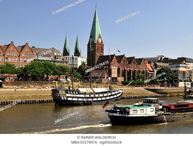 Germany, Free Hanseatic City Bremen, Weser shore with view at St. Martini church, Saint Martin, 14th century, pier
