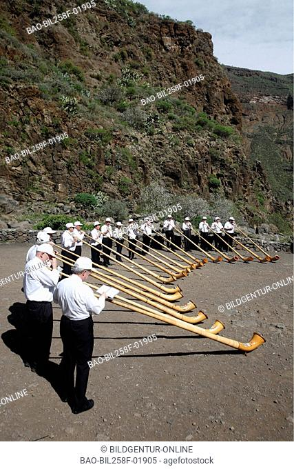 Swiss nightmare horn blower on a spring association trip in the Aguimes action to the Barranco de Guayadeque with Aguimel in sueden of the island grain Canaria...