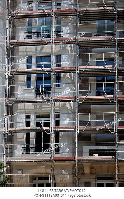 France, Région Rhône Alpes Auvergne, Rhône, Lyon, échafaudages sur un immeuble Photo Gilles Targat