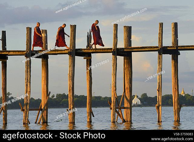 Myanmar, Amarapura, Buddhist monks walking on U Bein bridge