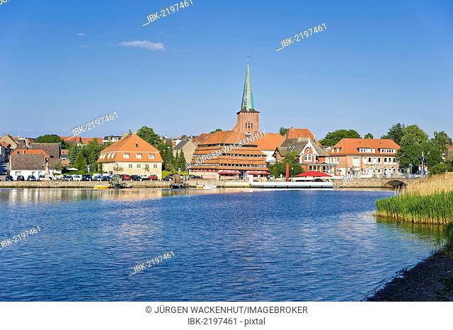 View of Neustadt, lake Neustaedter Binnenwasser, the church and Pagodenspeicher building, Neustadt in Holstein, Schleswig-Holstein, Germany, Europe