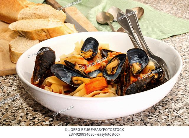 mussels with tagliatelle, tomato sauce and baguette