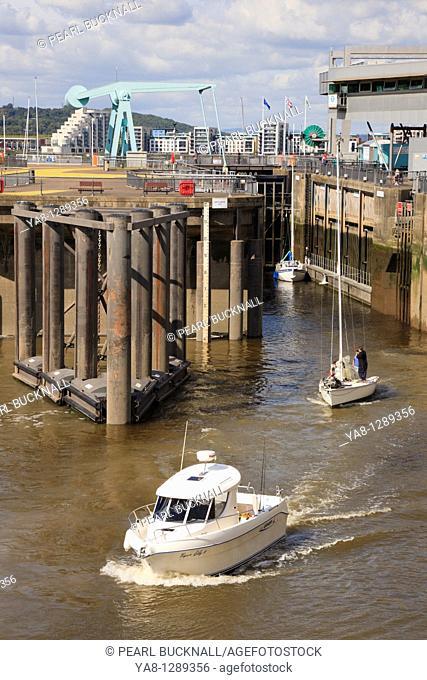 Cardiff Bay Bae Caerdydd, Glamorgan, South Wales, UK, Europe  Cardiff Barrage lock gates open to let boats out on seaward side