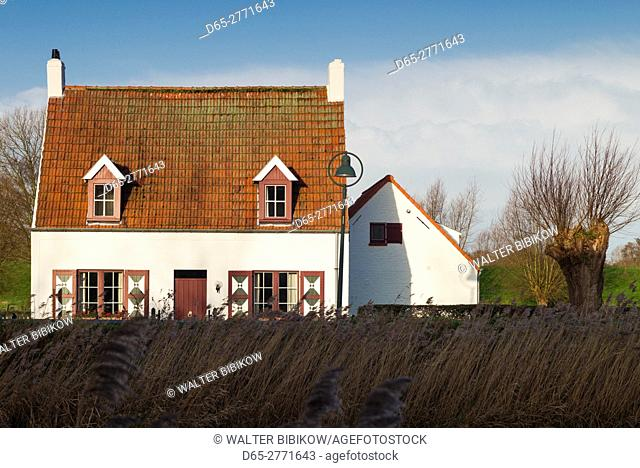 Belgium, Bruges-area, Damme, canalside house, winter