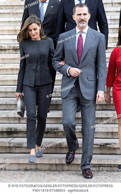 Queen Letizia and King Felipe of Spain leave the Biblioteca Nacional in Madrid after a meeting with directorate on 24 November 2017. | usage worldwide