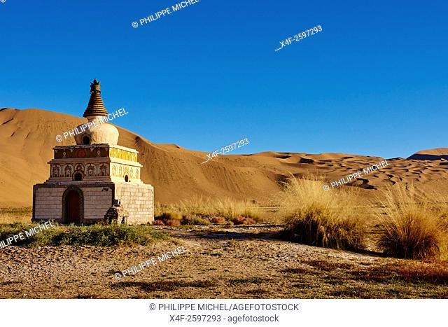 China, Inner Mongolia, Badain Jaran desert, Gobi desert, Mongol monastery of Badain Jilin